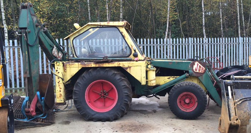 fordson major backhoe with Join Jcb 3 Restoration Project on Viewtopic besides 261234028744 moreover 405042560210477769 together with Vintage Tractors besides Fordson Major Super Major Tractors Parts List Manual 1952 1964 Multilingual Cd 508714237.
