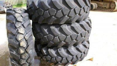 JCB Telehandler 535 / 540 Loadall wheel / pneumatic tyre assemblies 15.5 x 25-thumb