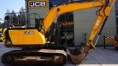 JCB Tracked Excavator JS131 LC-thumb